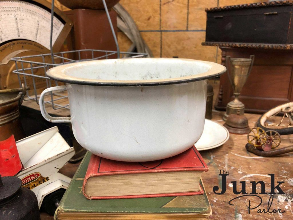 Enamelware thrift fine - www.thejunkparlor.com